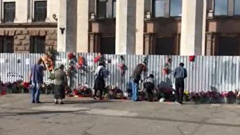 Годовщина трагедии 2 мая: одесситы несут цветы на Куликово поле. Видео