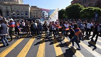 Протесты в Армении: активисты заблокировали дороги и подъезд к аэропорту