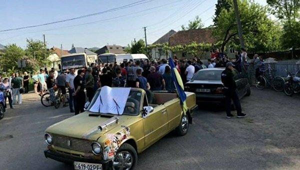 Акция протеста в Закарпатье с требованием отремонтировать дорогу
