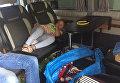 В микроавтобусе на границе с Венгрией нашли девочку под сумками. Видео