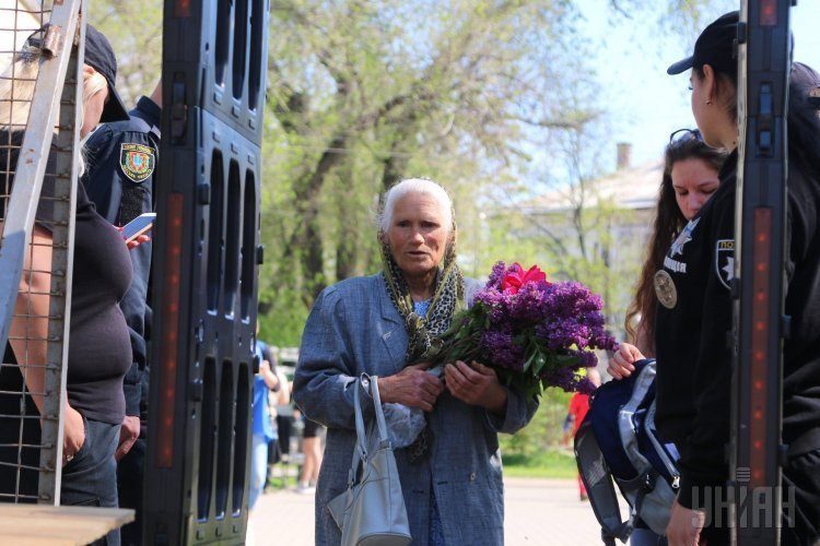 Мемориальные мепориятия по случаю четвертой годовщины столкновений в Одессе 2 мая 2014 г.