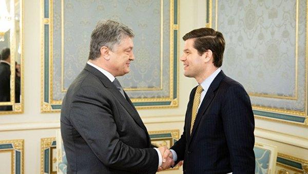 Петр Порошенко и Уэсс Митчелл