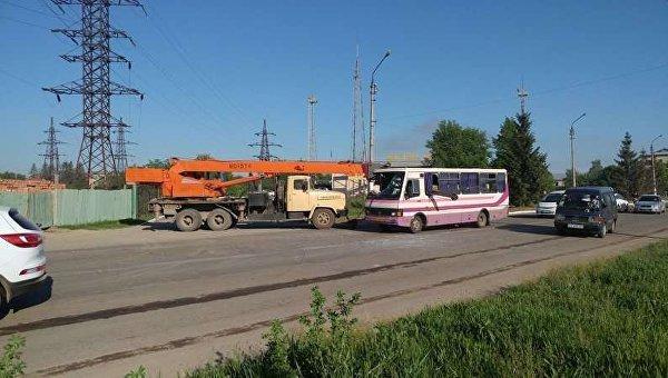 Кран врезался в маршрутку в Черновцах