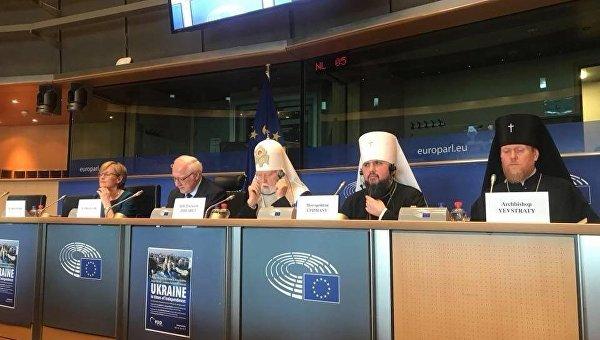 Глава УПЦ КП Филарет (по центру) во время визита в Европарламент