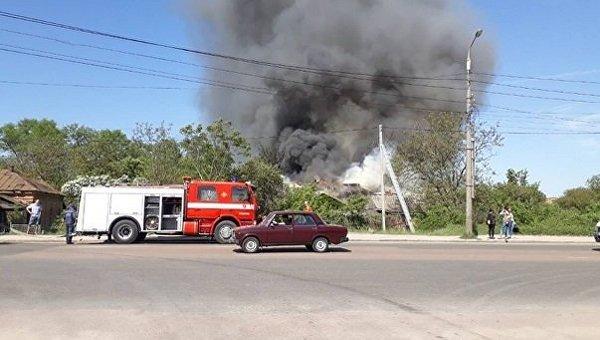 В Бердичеве горит жилой дом