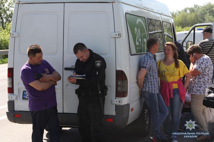 В пригороде Чернигова полиция задержала мужчину, который угрожал взорвать автобус