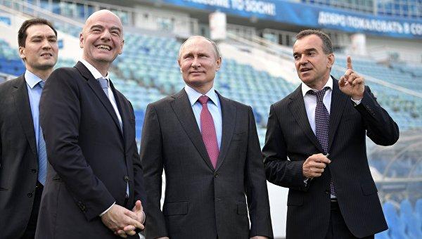 Президент РФ Владимир Путин и президент FIFA Джанни Инфантино в Сочи
