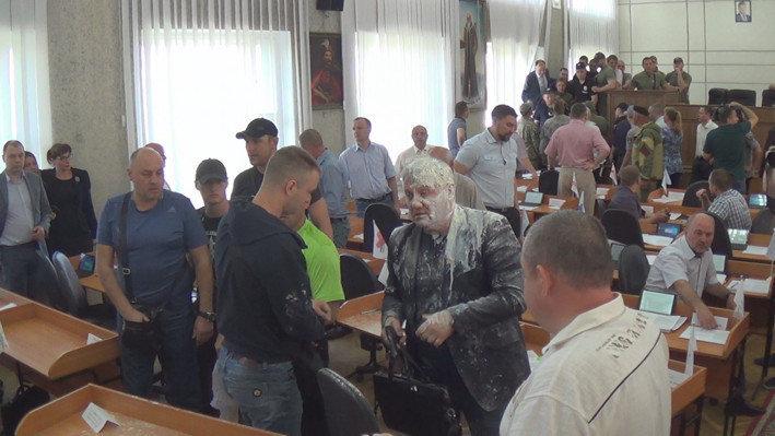 В Никополе на сессии горсовета произошла драка со стрельбой