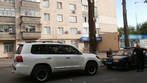 В Броварах налетчики со стрельбой напали на автомобилиста у банка