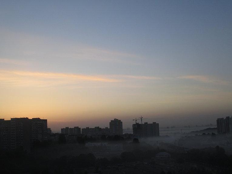 Густой смог над Мостицким массивом в Киеве