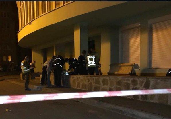 Эксперты на месте взрыва в Подольском районе Киева