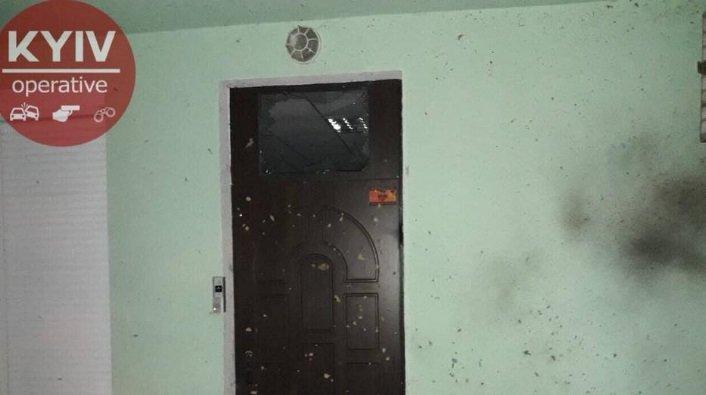 На месте взрыва в Подольском районе Киева, в результате которого погиб мужчина