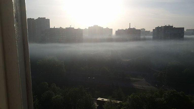 Смог над Виноградарем в Киеве утром 5 мая