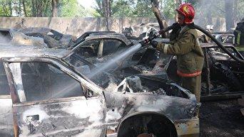 Последствия масштабного пожара на стоянке в Киеве