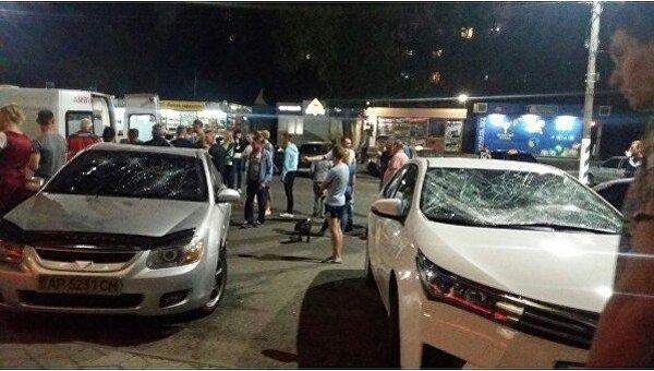 Голый мужчина разбил два авто в Мелитополе