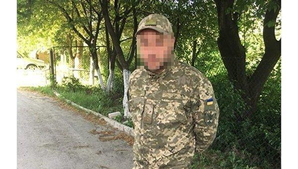 В Ровно полицейские эвакуировали жителей дома из-за нетрезвого военного, который в квартире гранатой угрожал жене