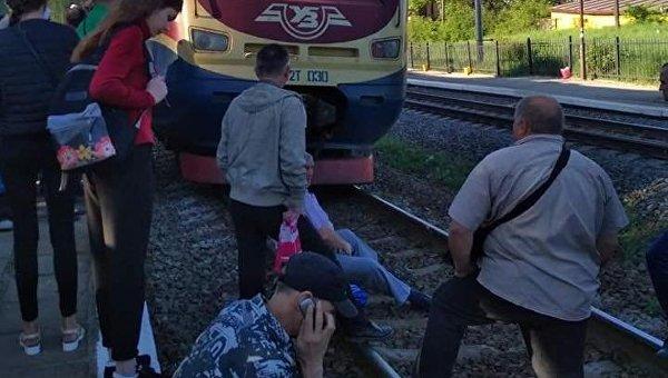Жители Львовской области перекрыли железнодорожные пути из-за нехватки мест в электричке
