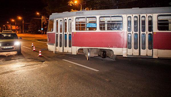 В Днепре у трамвая на ходу отвалилось колесо