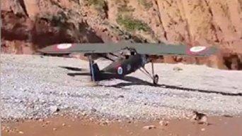 Самолет времен Второй мировой войны приземлился на пляж в Девоне (Англия)