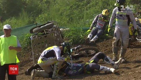 Действующий чемпион мира по мотокроссу, спортсмен из Нидерландов Этьен Бакс травмировался в Черновцах