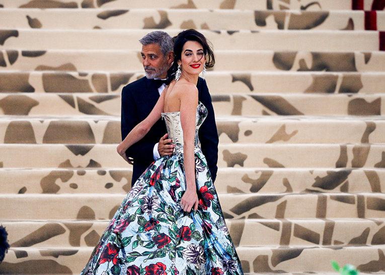 Красная дорожка Met Gala 2018. Джордж и Амаль Клуни на балу Института костюма Met Gala 2018