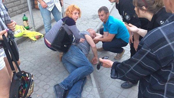 В Бердянске на марше Азова избили мужчину за критику полка