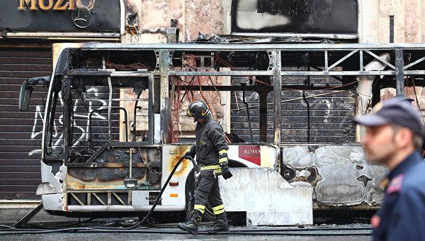 В центре Рима взорвался автобус