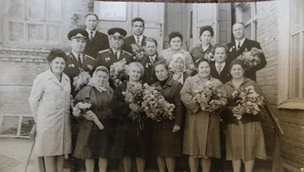 Лилия Иванова (нижний ряд первая слева)