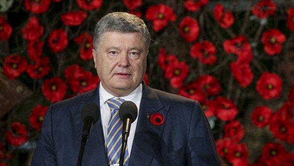 Петр Порошенко во время акции Первая минута мира