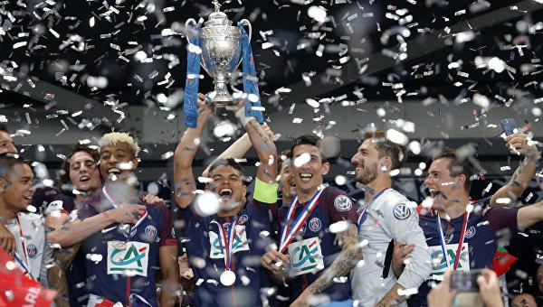 Игроки ПСЖ с Кубком Франции по футболу