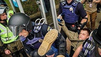 Драка на акции Бессмертный полк в Киеве