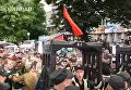 В центре Киева пытались прорвать кордон полиции, первое задержание. Видео