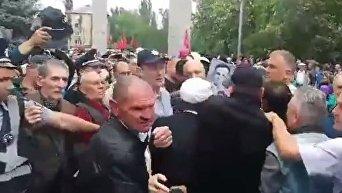 В Мелитополе произошла потасовка из-за георгиевских ленточек на участниках акции к 9 мая