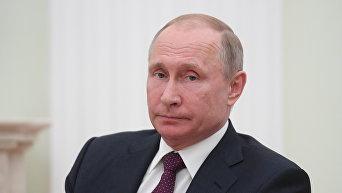 Президент РФ В. Путин. Архивное фото