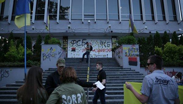 Митинг под зданием телеканала Интер в Киеве