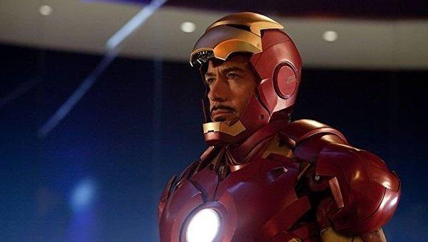 Роберт Дауни-младший в костюме Железного человека