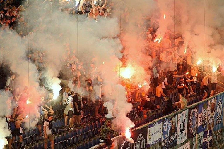 Трибуны во время финального матча Кубка Украины между Динамо и Шахтером