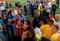 Тайсон обменялся футболками с фанатом на матче Шахтер - Динамо. Видео