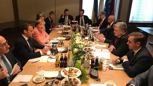 Переговоры президента Украины Петра Порошенко, канцлера Германии Ангелы Меркель и президента Франции Эммануэля Макрона стартовали в четверг в немецком Ахене