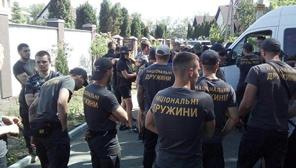 Протесты под домом Левочкина