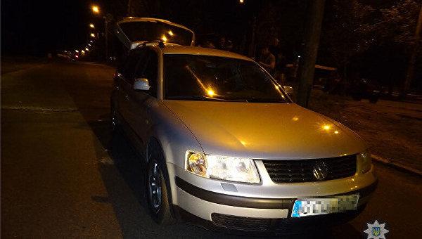 В Киеве водитель избил битой полицейского после замечания