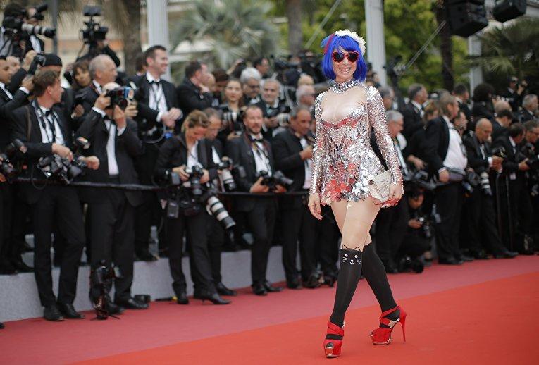 Певица Мари Пари на красной дорожке Каннского кинофестиваля