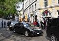 Автомобиль Mercedes доставил Петра Порошенко в немецкую пивную, где он ел свиную рульку и бычий хвост