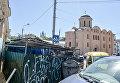 Мусорные баки около Гостиного Двора на Подоле в Киеве