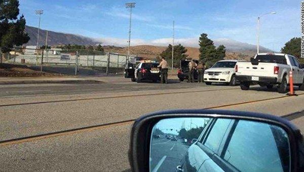 На месте стрельбы в школе Калифорнии