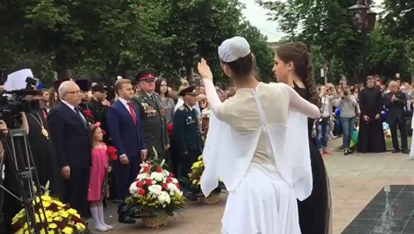 Исполнение в Кривой Роге песни о российских солдатах в Сирии