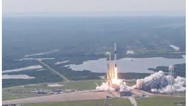 Старт ракеты-носителя Falcon 9 с первым спутником Бангладеш