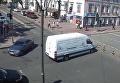 В Киеве водитель вырвал ограничительный столб и поехал в ресторан. Видео