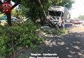 Грузовик снес столб в Киеве, водитель получил тяжелую травму