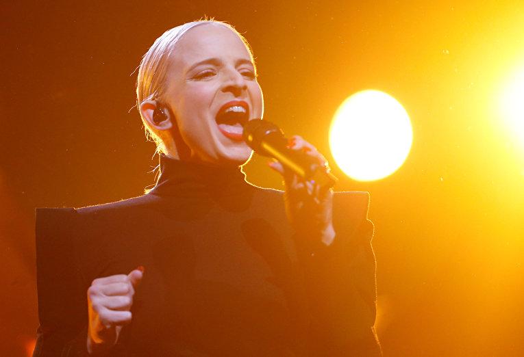 Madame Monsieur – участник от Франции на Евровидении 2018